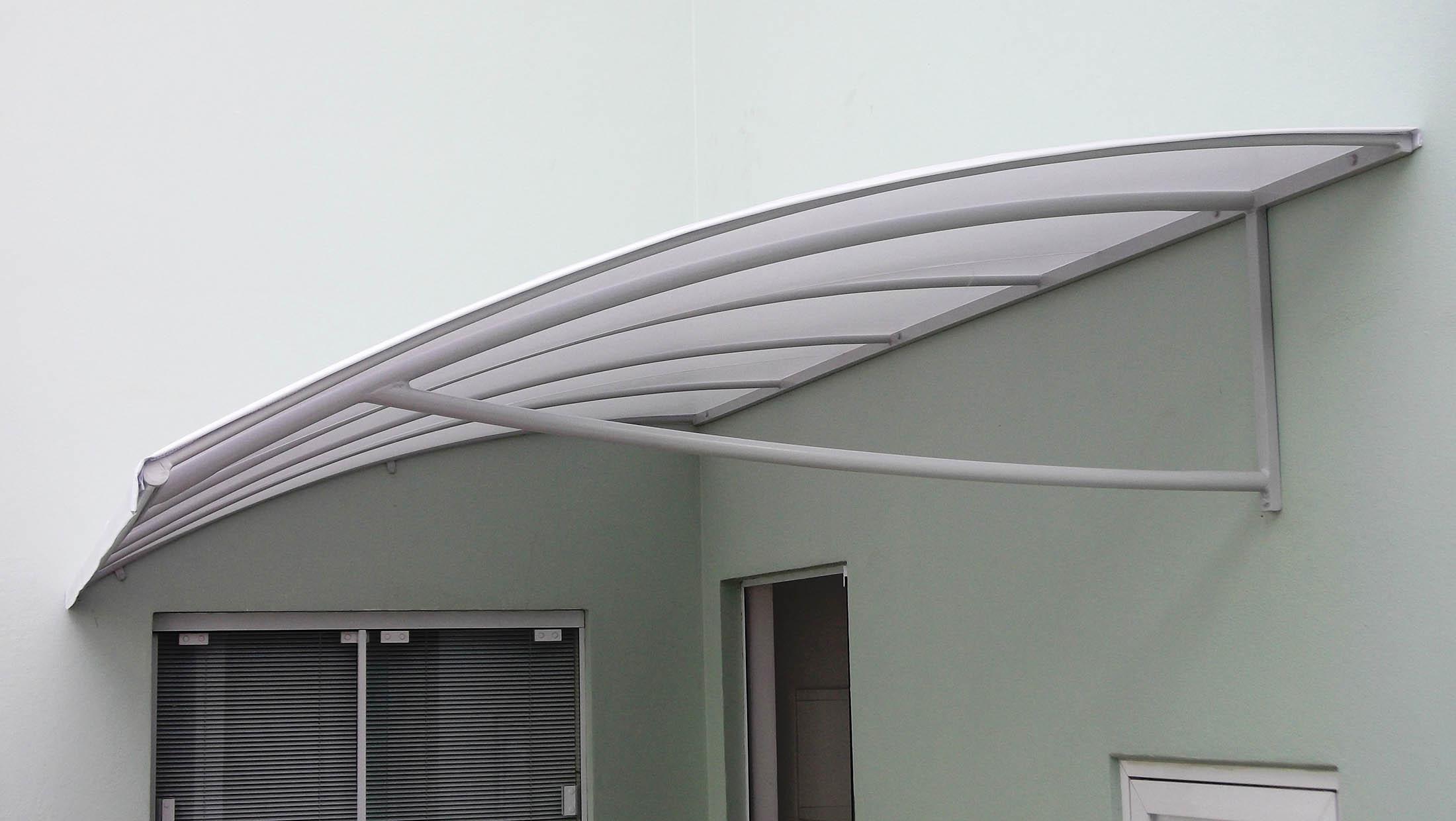 Os 10 tipos de toldos mais procurados guia do construtor for Materiales para toldos de aluminio